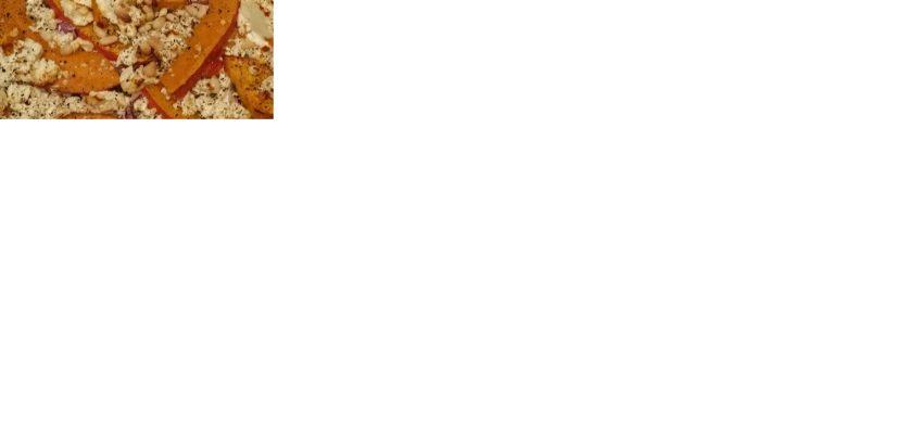 Flammkuchen mit Kürbis, Schafskäse und Salbei